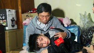 Phẫn nộ bố đẻ dìm đầu vào chậu nước, mẹ kế bắt uống nước mắm bé trai 10 tuổi