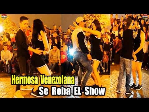 Hermosa Venezolana se Roba el Show con Comico - Comicos Ambulantes [ Completo ]