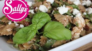 Sallys Nudelsalat / mediterraner Nudelsalat mit Schafskäse, getrockneten Tomaten und Balsamico