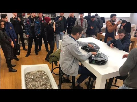 Man Buys Apple IPhone Xs With Bathtub Full Of Coins In Russia