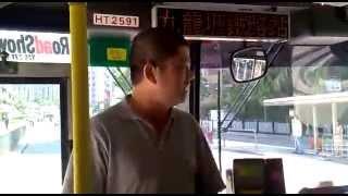 經典取笑系列:(中英字幕版)的士哥上巴士被閂門車走,霸氣盡失(轉載) A Taxi driver regrets boarding a bus in Hong Kong