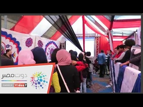 منافسة بين الشباب والفتيات للمشاركة في الاستفتاء بالأزبكية  - 20:54-2019 / 4 / 21