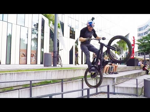 Danny MacAskill trial biking in Dusseldorf. | Straight from the athletes