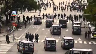 香港警察窩囊 被佔中人士欺負 看看西方民主國家警察執法
