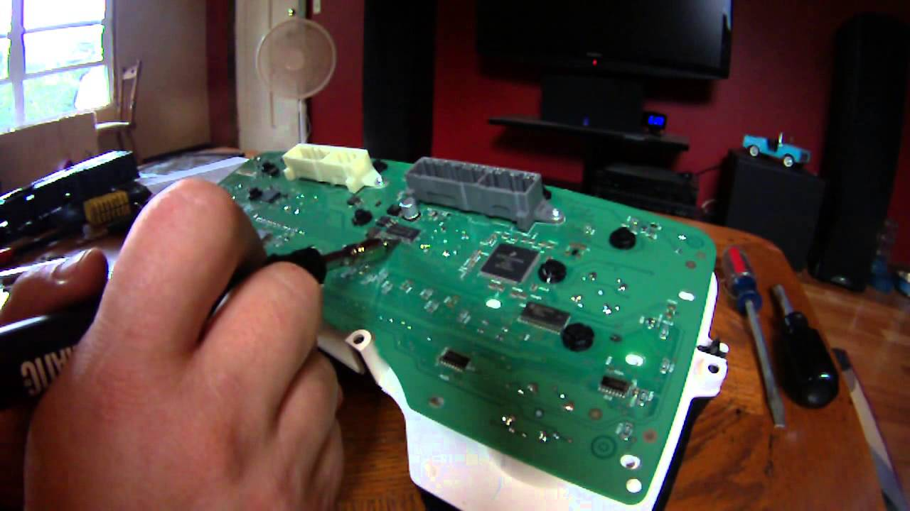 maxresdefault 2006 dodge ram tachometer fix youtube dodge ram fuse box repair at readyjetset.co