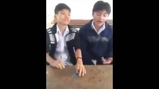 """2 học sinh Gõ Bo Bàn - cover Chế """"MẸ YÊU"""" Cực Hay - haivn"""