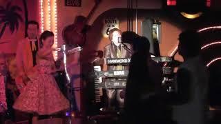 ラッキーリップスのカオルさんが、ご本家安西マリア以上の甘い声で歌い...