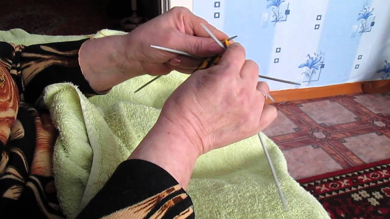 Вяжем в месте для самых маленьких рукавички ленивым жаккардом