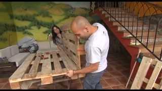 Bricolage con palets. Fabrica sofás y mesas con la Escuela Asturiana de Surf.