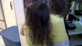 Dancin' in pullups (Miami Beach - Jan 2012- filles 3 ans)