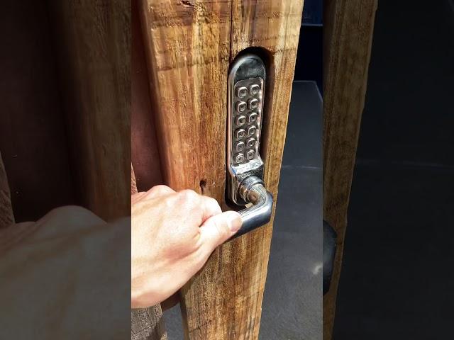 Borg digital lock serviced Essendon. Human Key Locksmiths Melbourne