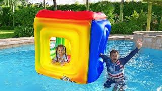 ديانا وروما يتظاهران باللعب بالألعاب القابلة للنفخ الممتعة