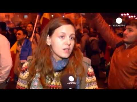Romania Thousands join protests calling for political reform! World news 07.11.2015 today