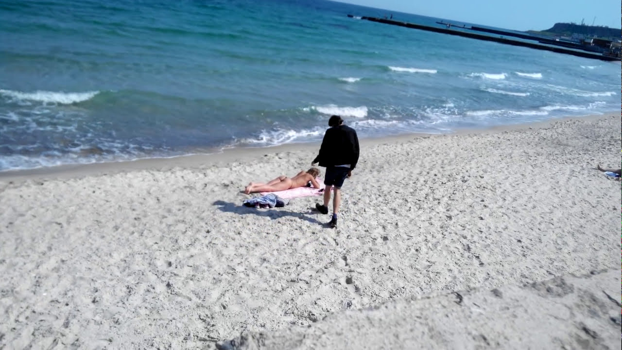 How to get naked girl at the beach :D    .ne,