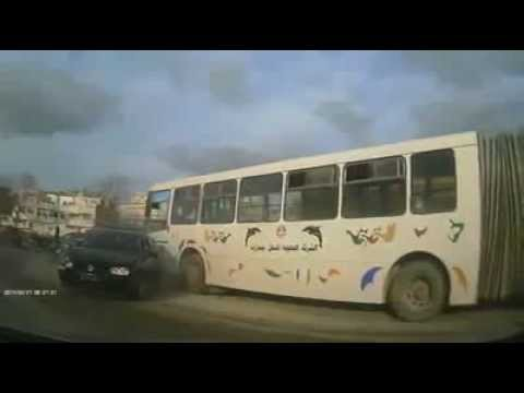 Huge Bus Without a Driver hits a car in Tunisia !