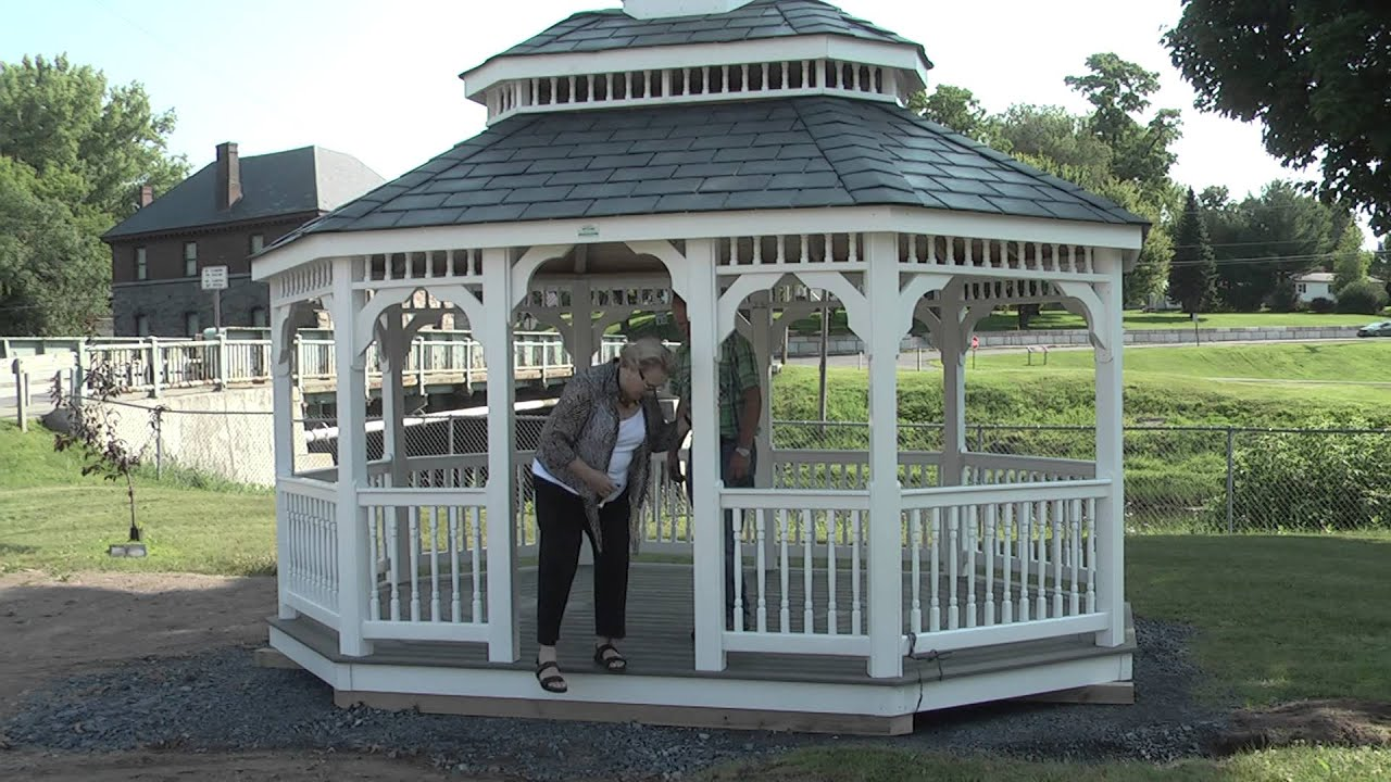 Gazebo Arrives at Paquette Park  7-18-14