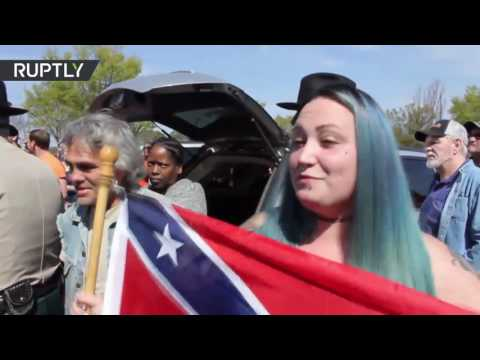 KKK-no show outside Georgia court house leaves 'Confederates' surrounded