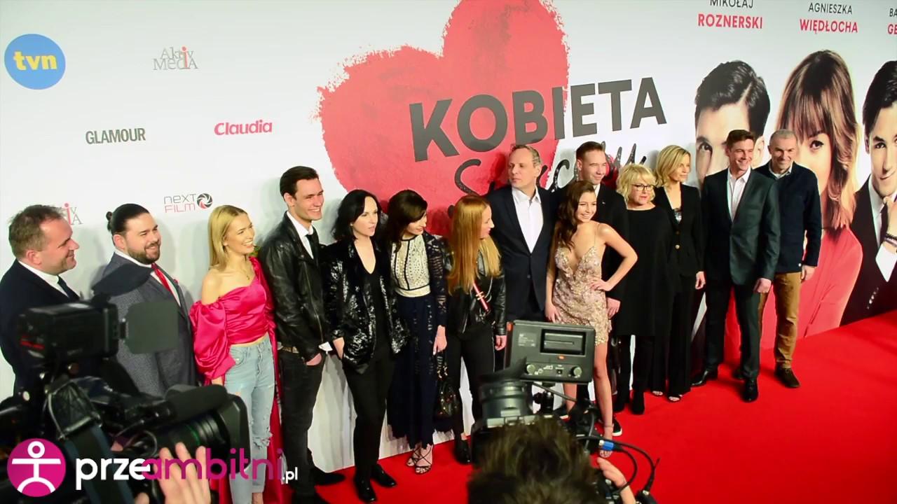 Kobieta Sukcesu – gwiazdy filmu pozują na ściance podczas premiery | przeAmbitni.pl