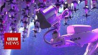 Robot bartender: The bar where machines mix drinks - BBC News