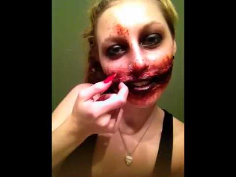 Chelsea Smile- Halloween makeup - YouTube