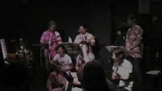ウクレレ体ライブ3曲目鉄腕アトムです アンサンブルで綺麗に仕上がったと思います.