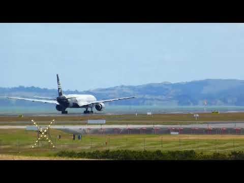 Air New Zealand Boeing 777 take off from Auckland