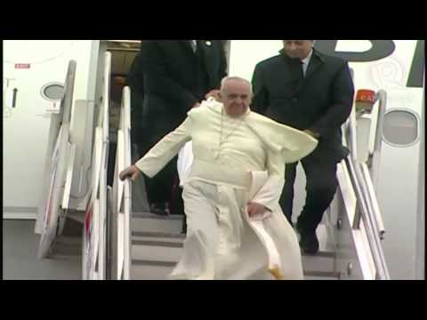 Pope Francis arrives in Tacloban