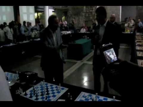 Gary Kasparov complains in Johannesburg simultaneous exhibition
