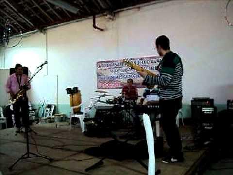 Professores da Escola de Música Villa-Lobos de Paracambi tocando no 9º aniversário da escola