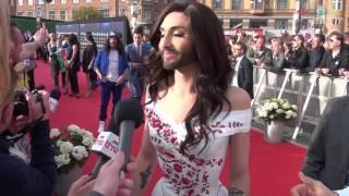 Repeat youtube video Conchita Wurst on the red carpet in Copenhagen Eurovision 2014 Austria
