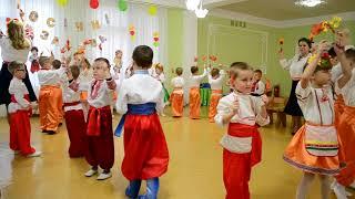 вход на празднике осени в детском саду Разновозрастная группа