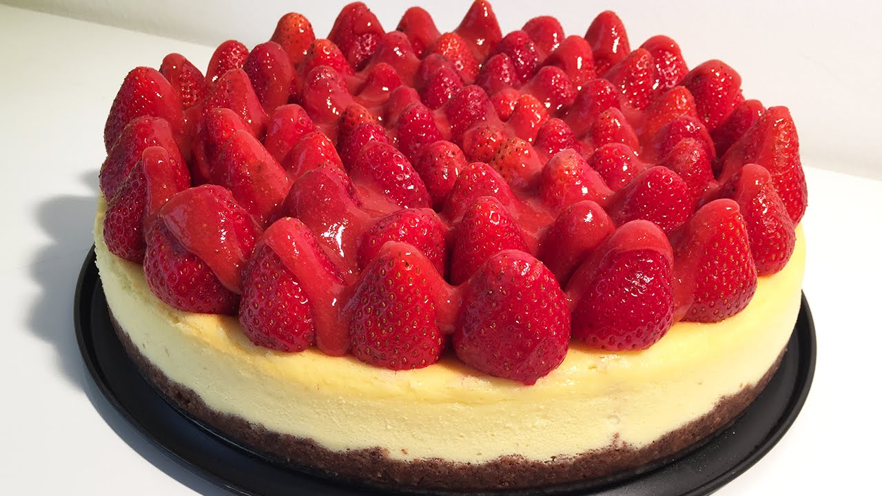 Strawberry Cheesecake with Chocolate Digestive Biscuit ...