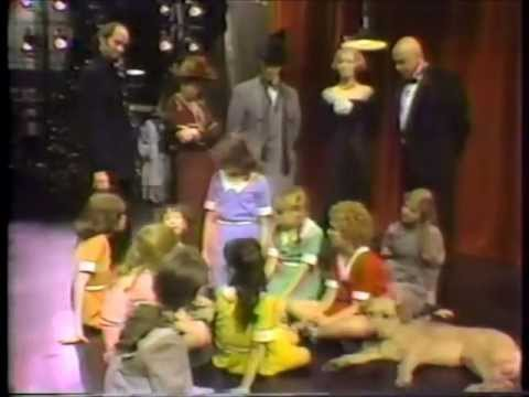 First 10 Minutes - Annie Christmas Special (1977) - YouTube