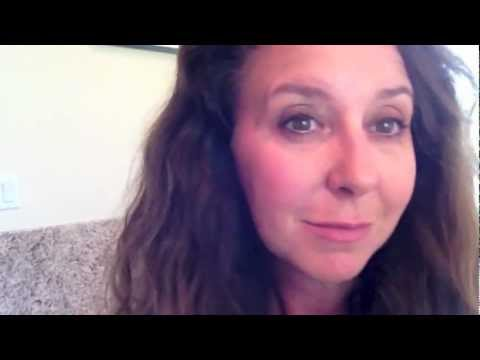 Review: Eye Majic Instant Eye Shadow First Look - YouTube