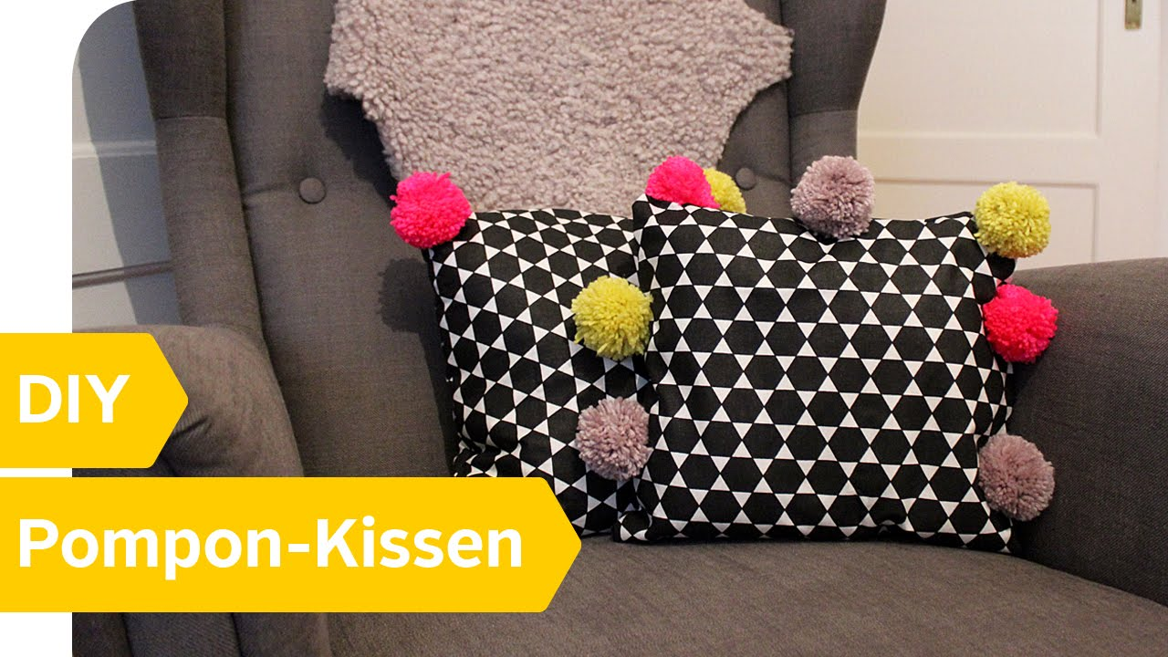 diy anleitung pompon kissen einfach selber machen roombeez powered by otto youtube. Black Bedroom Furniture Sets. Home Design Ideas