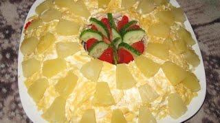Куриный салат с ананасами.