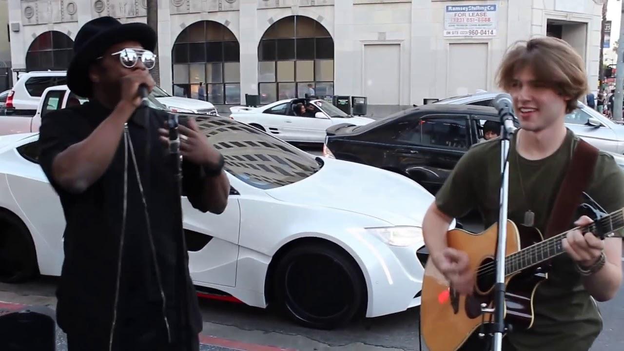 Download De Arrepiar - Famosos Surpreendem Pessoas na Rua