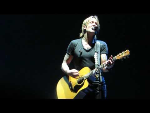 "Keith Urban ""Making Memories Of Us"" (Dream Weaver beginning) Live @ Brooklyn's Barclay Center"