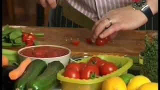 Приготовить форель вкусно и просто.(Приготовить форель с овощами. Пожарить легко, но есть нюансы.Шеф-повар Серж откроет свои секреты..., 2012-01-21T09:09:27.000Z)
