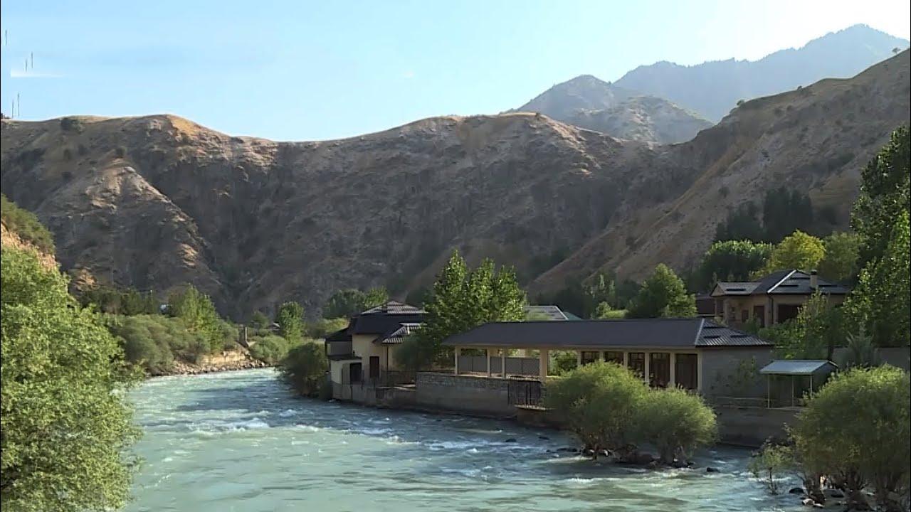 Жители Таджикистана бегут от знойной жары в горы