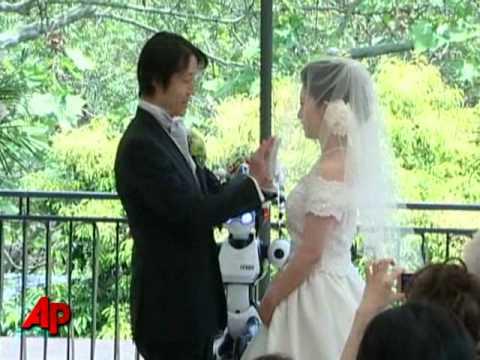 Raw Video: Robot Presides Over Japanese Wedding