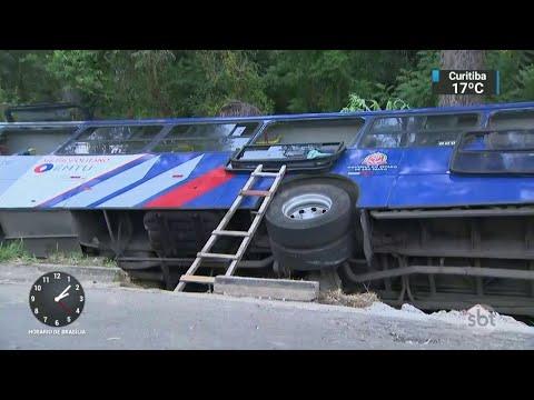 Ônibus tomba e deixa 13 pessoas feridas na Grande São Paulo | SBT Notícias (01/05/18)