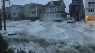 Hurricane Sandy POWERFUL WAVE Rushing in Town Flooding Everything Shocking