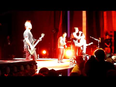 Not Ready to Die (world live premier) - Avenged Sevenfold - 8.30.11 Mansfield, MA