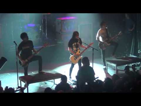 Pierce the Veil- Just the Way You Are (Live at Irving Plaza, NY 12/3/11)