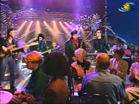 red-river-rock-johnny-&-the-hurricanes-live