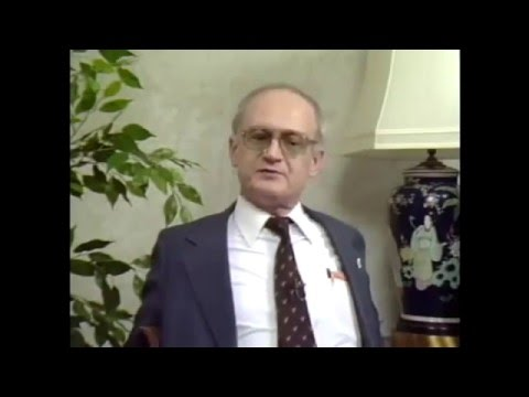 Ex-KGB Agent Yuri Bezmenov: How to Brainwash a Nation