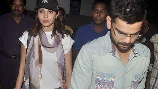 Virat Kohli & Anushka Sharma Spotted at the Mumbai Airport