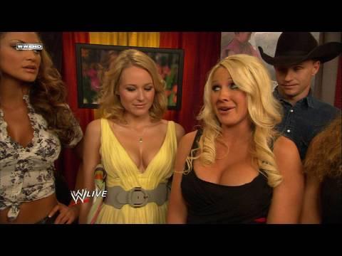 Raw guest host Jewel meets Jillian
