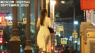 Walking Moscow (Russia): Beautiful Russian girls, city center, the Moscow Kremlin. September 2020